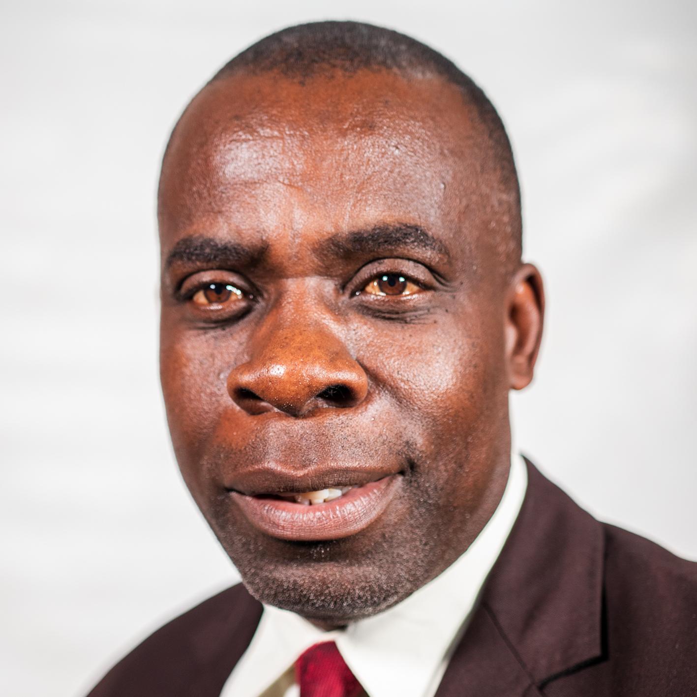Munaiwa, Dennis